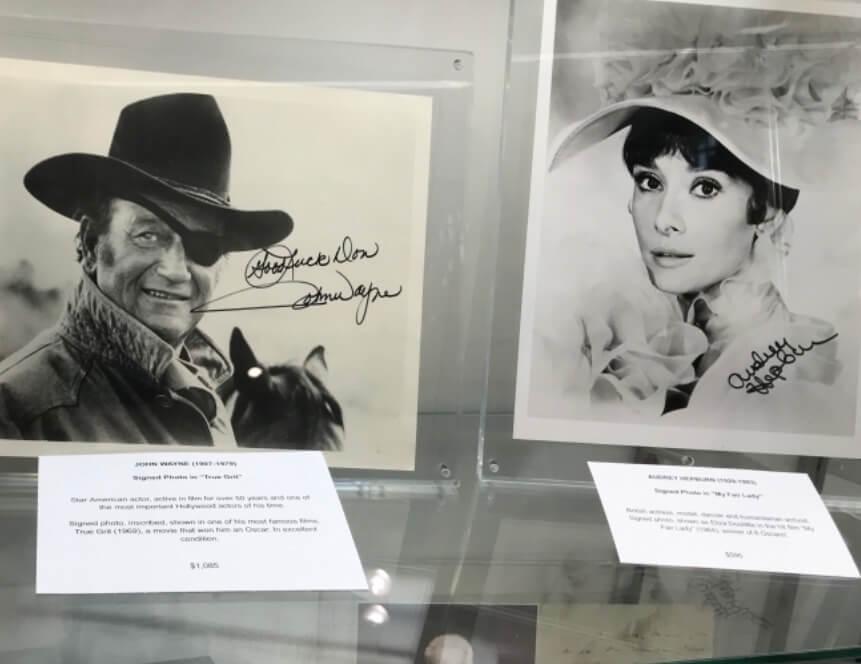 荷里活明星尊榮和柯德莉夏萍的親筆簽名照片