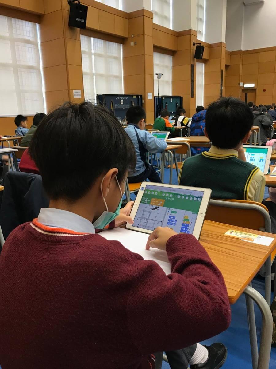 香港小學電腦奧林匹克比賽的題目以Blocky編程概念為基礎,旨在訓練邏輯及計算思維,為學生的創科未來建下第一步。
