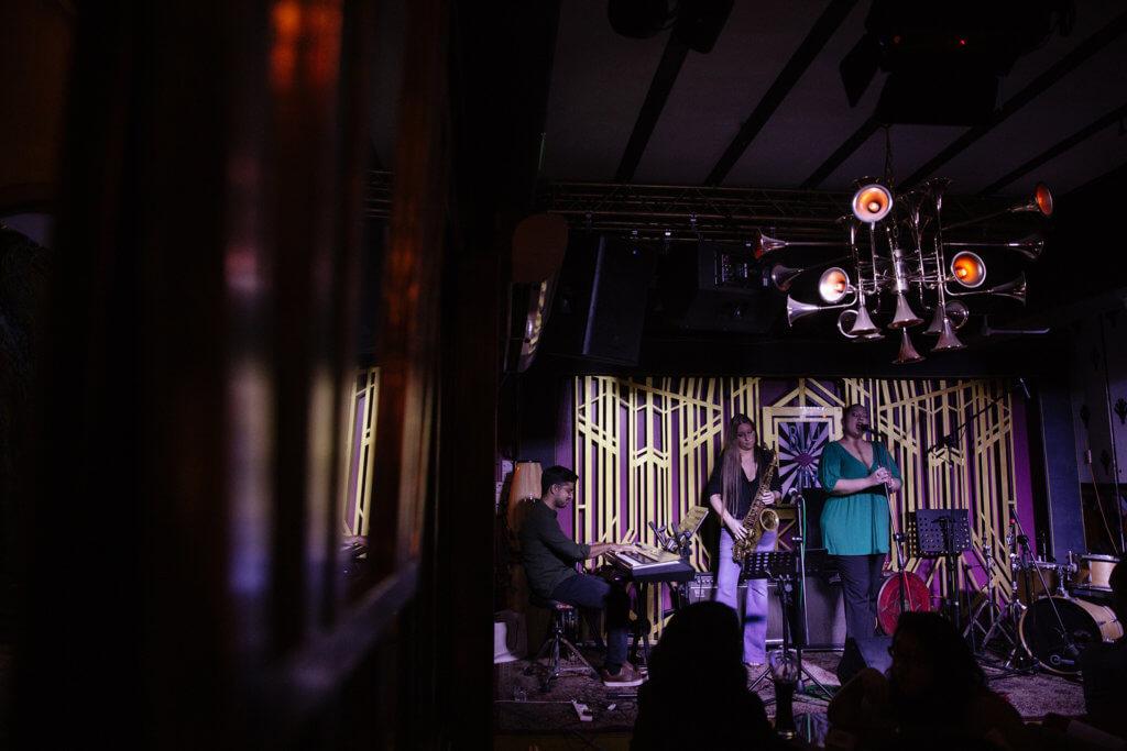 被政府收回公眾娛樂牌照前,Blu Jaz Cafe接近每一晚在底層也有爵士樂演出。