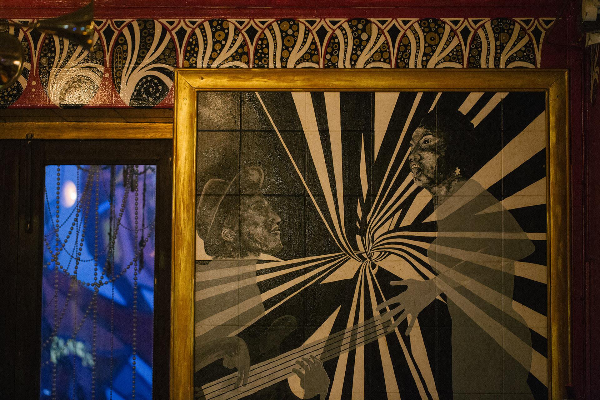 Blu Jaz Cafe內的畫作都是老闆親自邀請當地藝術家創作。