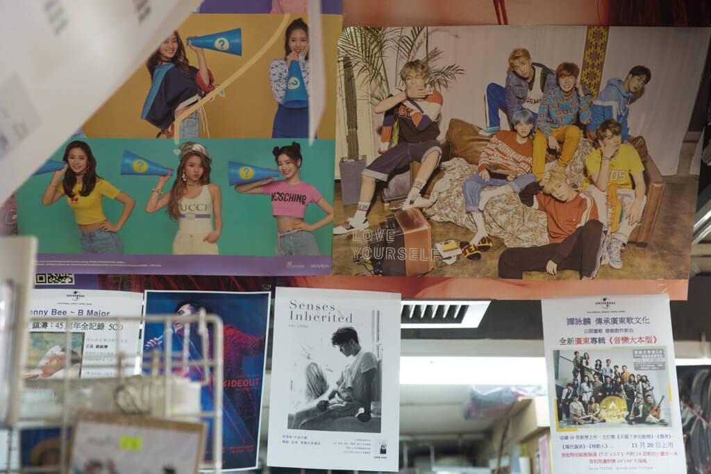 店內排滿韓國偶像組合的專輯,但David依然認為廣東碟才是店內熱賣品。