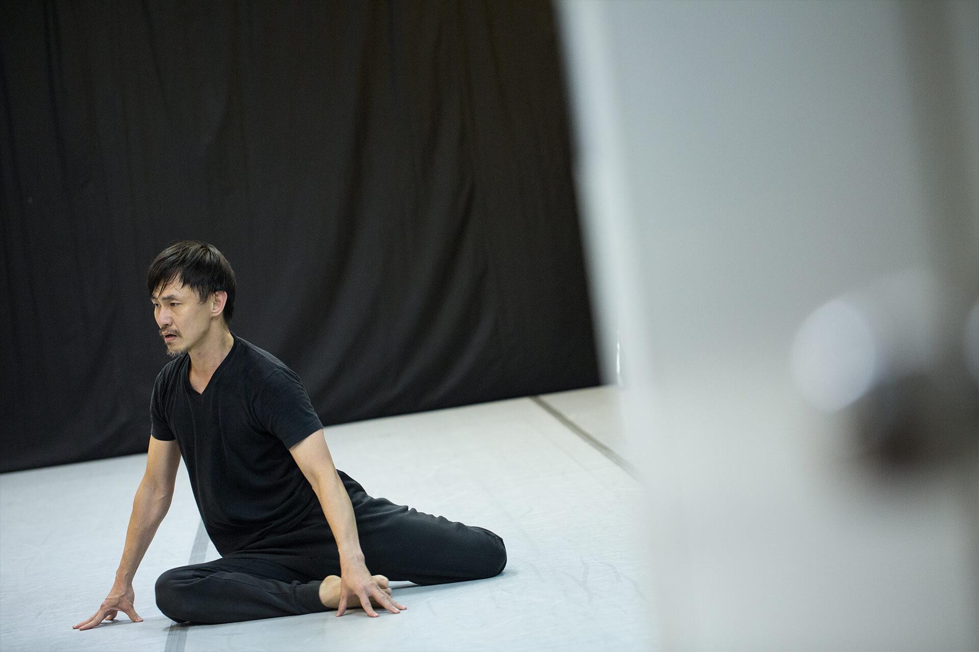 《跳著舞去火星》是王榮祿對舞蹈的狂想曲,跳了三十年的舞者繼續跳下去會怎樣?演出除了妻子之外,還有另外兩位舞者,包括邱加希與劉曼詩,在其餘章節跟王榮祿共舞。