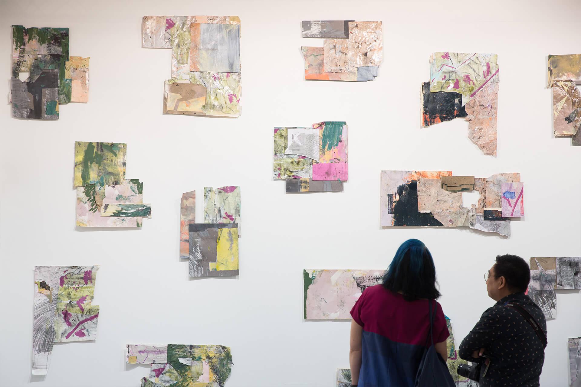 牆上掛着的是菲律賓年輕藝術家Brisa Amir的作品,也是她首個在國外的個展。