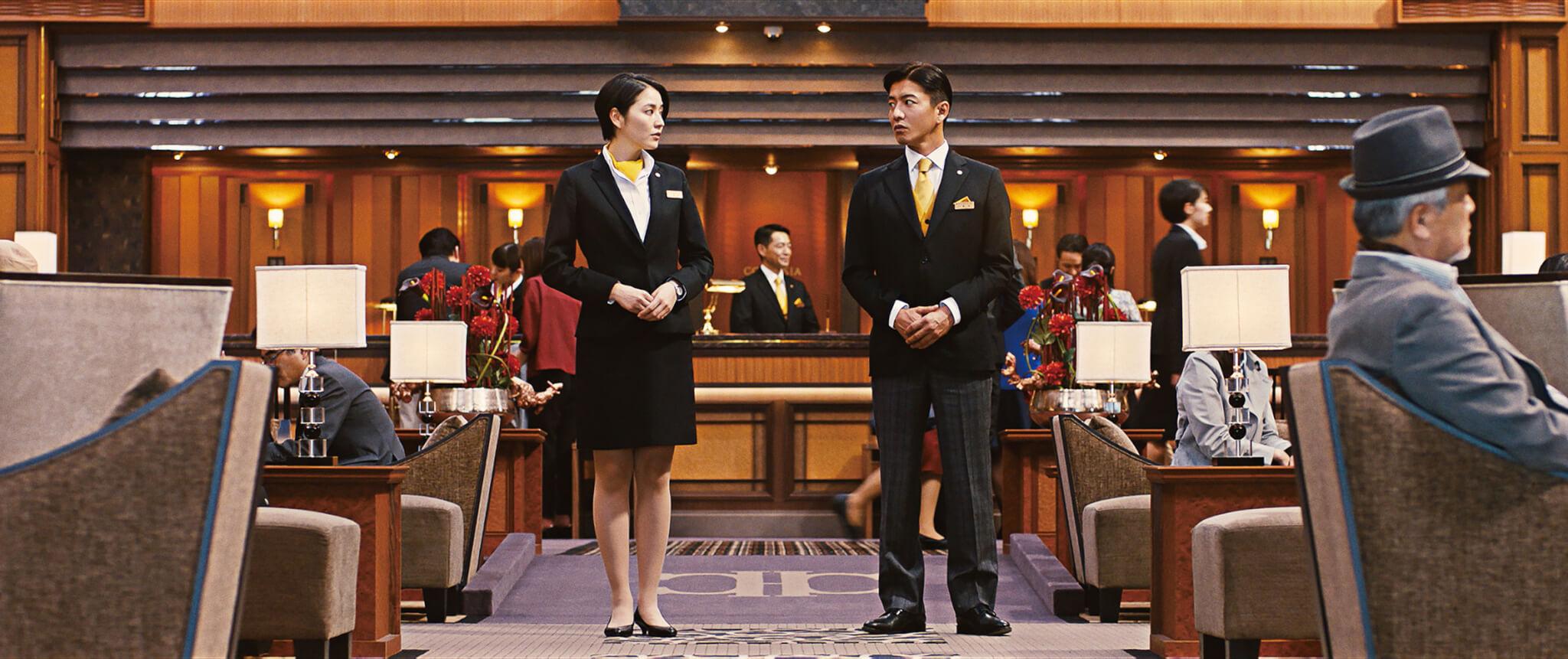 長澤正美(左)與木村拓哉(右)的角色是一男一女的探案組合,這設定在東野圭吾的作品中不時出現。