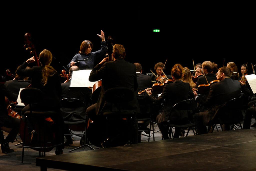 吉博是法國第一位交響樂團女指揮,觀察到女性音樂家多年來受到的不公待遇。