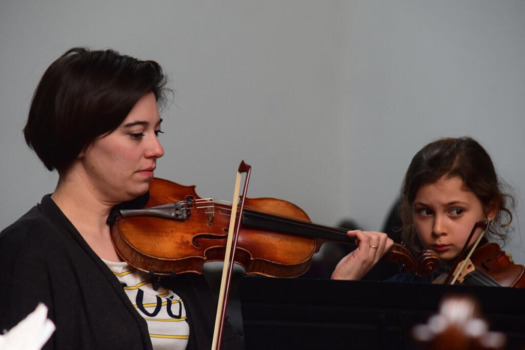 樂團為中小學生開辦一系列課程,鼓勵他們接觸古典音樂。