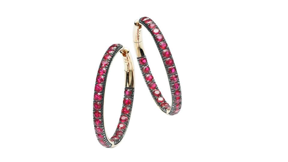 Pomellato的珠寶設計以寶石為主,不少戒指、耳環及頸鏈均用上Gemfields的寶石。