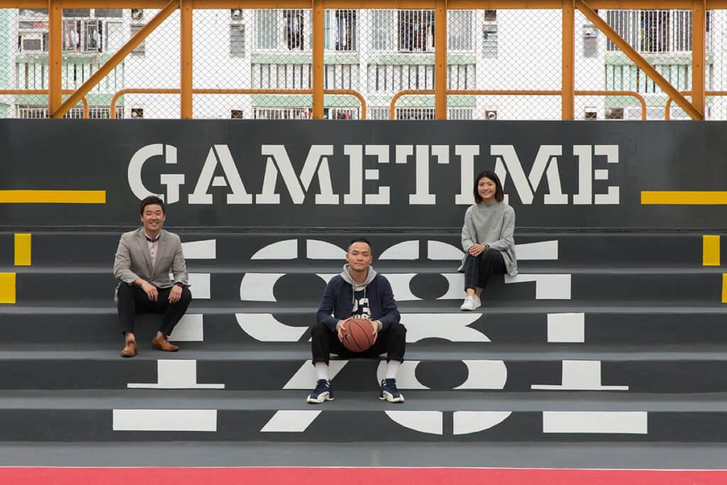 設計師(左)Alan、Jason和Melody刻意注入地道元素,志在令運動場變成街坊主場。