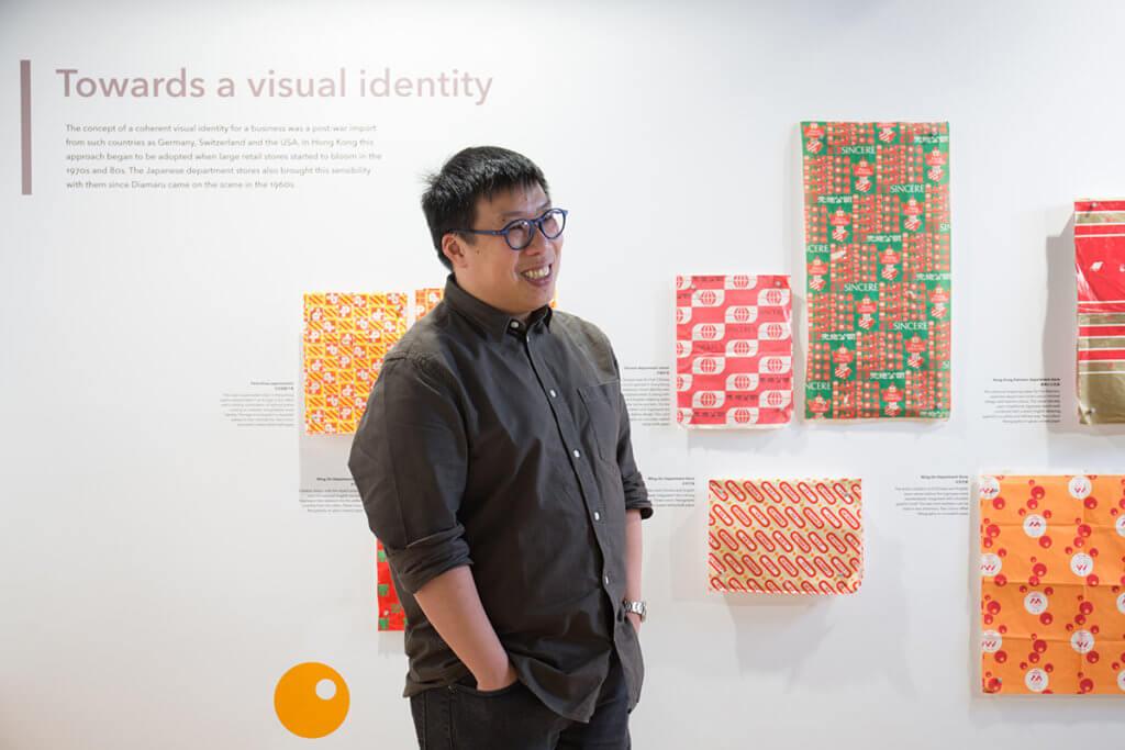 HKDI的傳意設計首席講師譚智恒認為包裝紙這種設計品雖然短壽,卻是歷史產物。