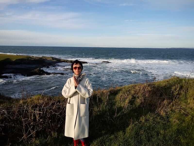 Phoenix身後是North Atlantic Ocean,她問記者,你感受到什麼是自由嗎?