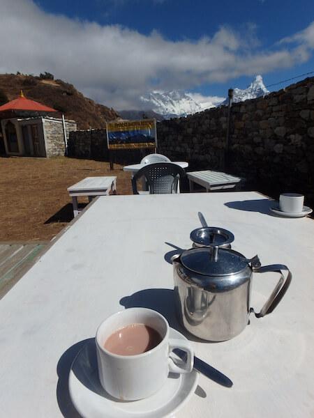 登上喜馬拉雅山,身處接近四千米海拔,Carmen飲過一杯人生中最好飲的熱朱古力。