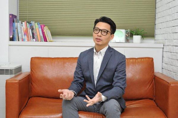 陳嵐峯醫生重視與病人溝通,每次見面時間不少於半小時,著重了解病人的背景、生活和想法,提供身心靈援助。
