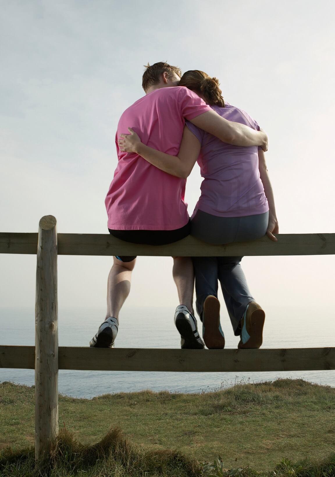 無論找什麼方法求助,最有效不外乎是聆聽對方抒發、理解與陪伴。