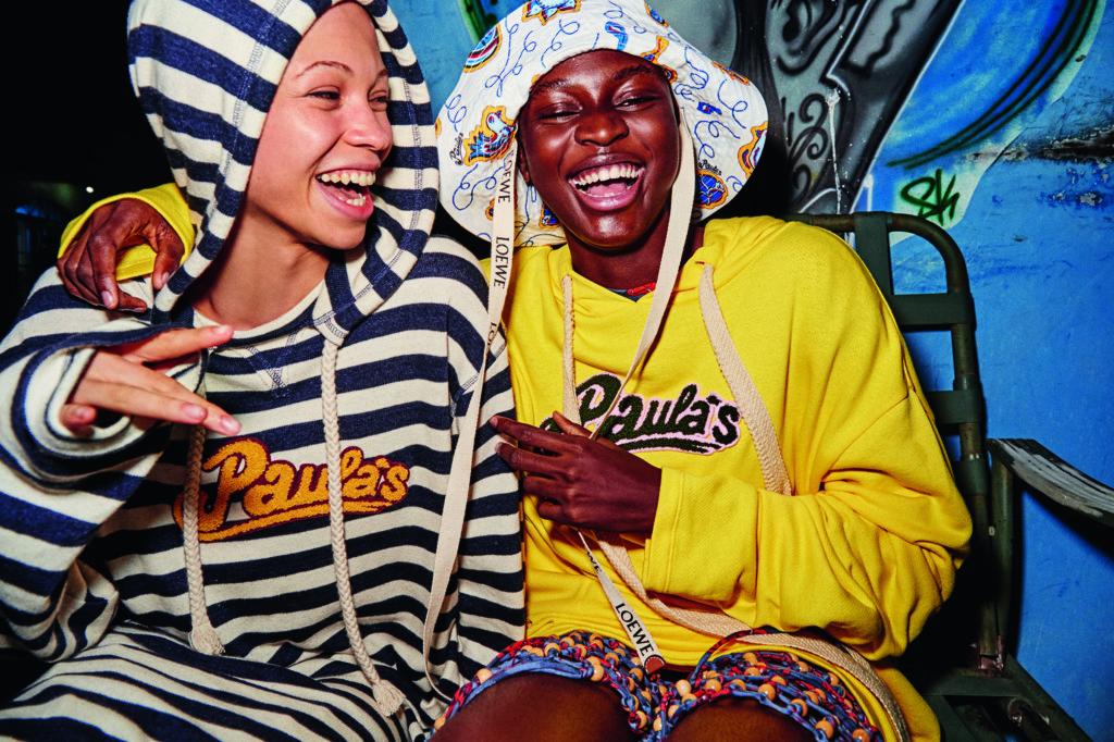 Paula's標誌今季再次出現在系列中。 Hoodie $5,350, Hat $3,850 All By Loewe Paula's Ibiza 2019