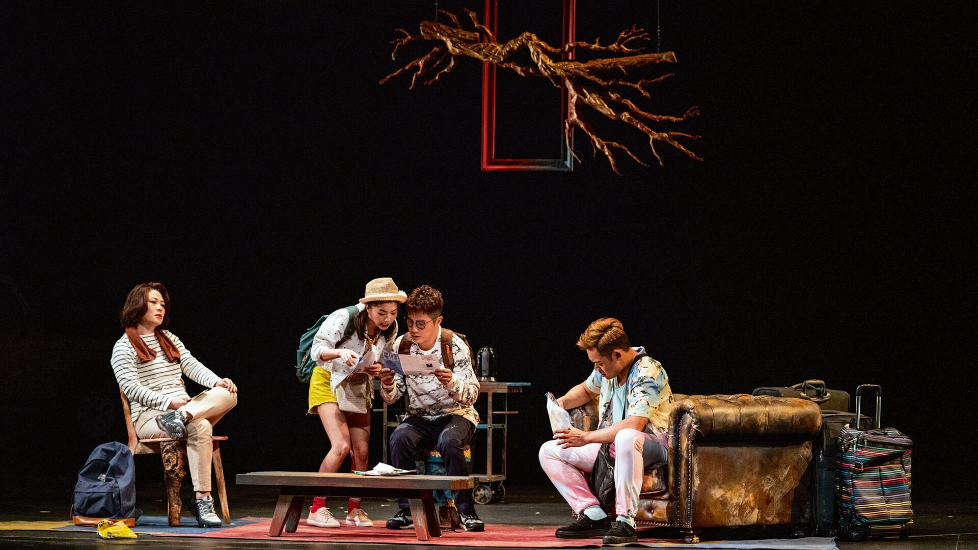 黃呈欣飾演的Felix(左二),在一段感情關係中委曲求存。
