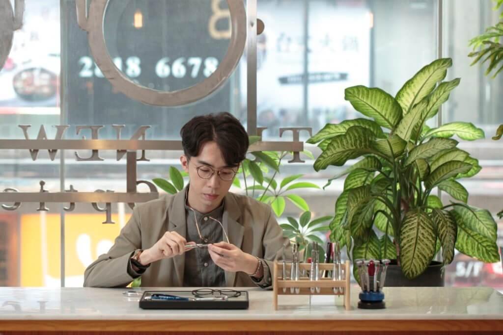 The New Black Optical負責人林嘉浩由中學起已很喜歡眼鏡,不過最鍾情的還是造工精細的日本手工眼鏡。