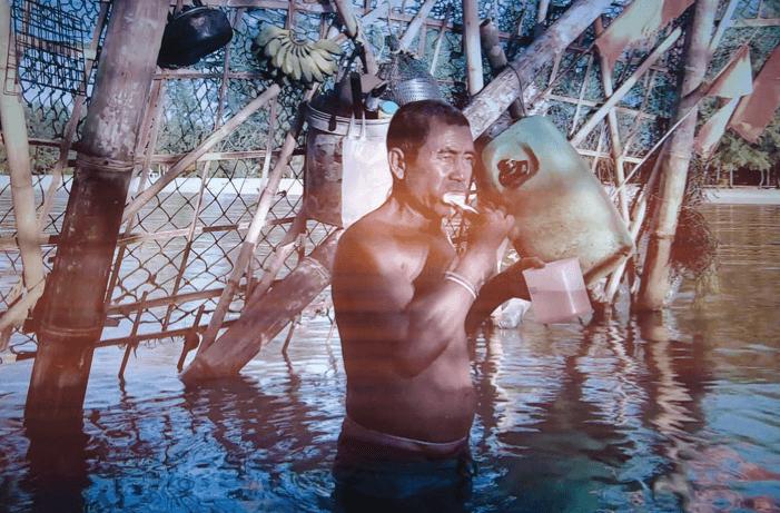 安達曼海的鬼島嶼裝置,及在海水潮漲時在刷牙的漁夫。