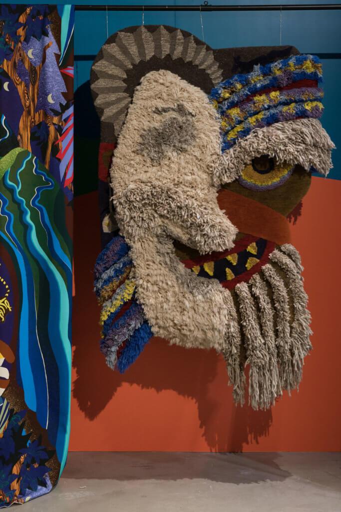 作品材料是羊毛和絲綢,由尼泊爾當地工藝師人手編織而成。