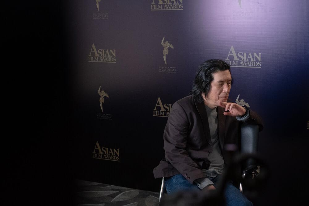 李滄東於亞洲電影大獎受訪時的休息時分