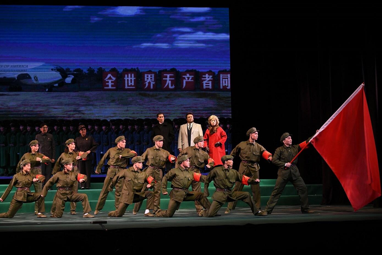 劇內的北派紅旗忠字舞
