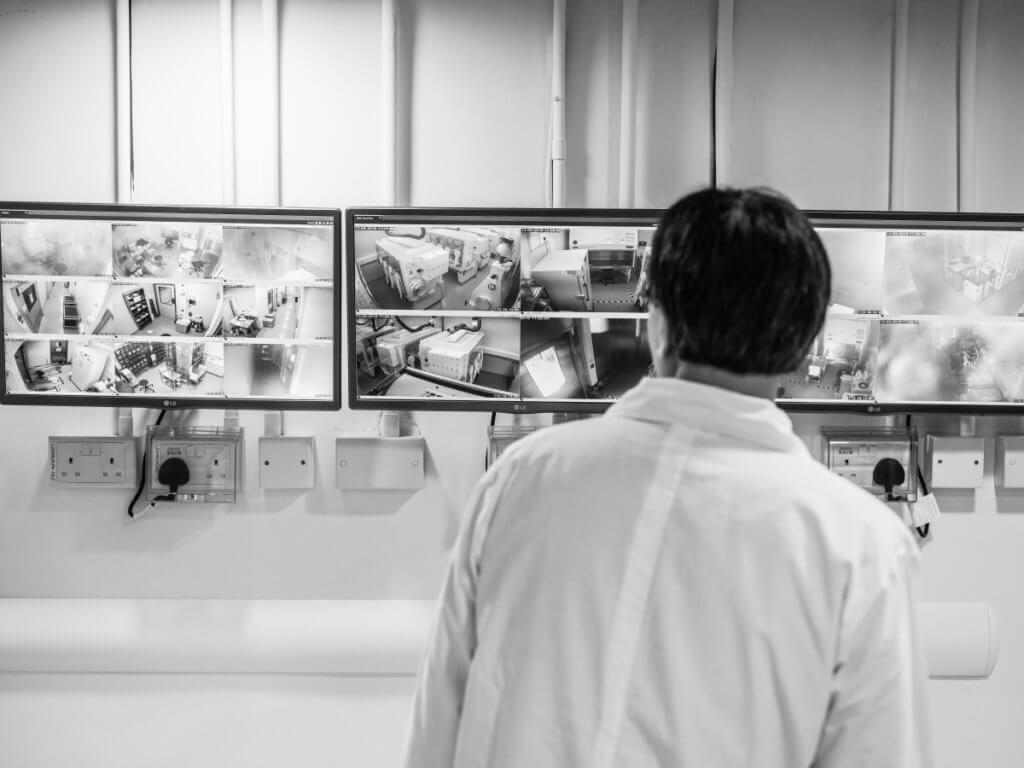 三級生物安全實驗室外內存有沙士、MERS、寨卡、H5N1,H5N9等病毒,是高度設防地帶。