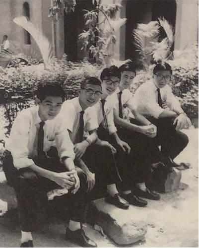 曾鈺成(中)的學生時代,看起來倒不像他說的調皮搗蛋。
