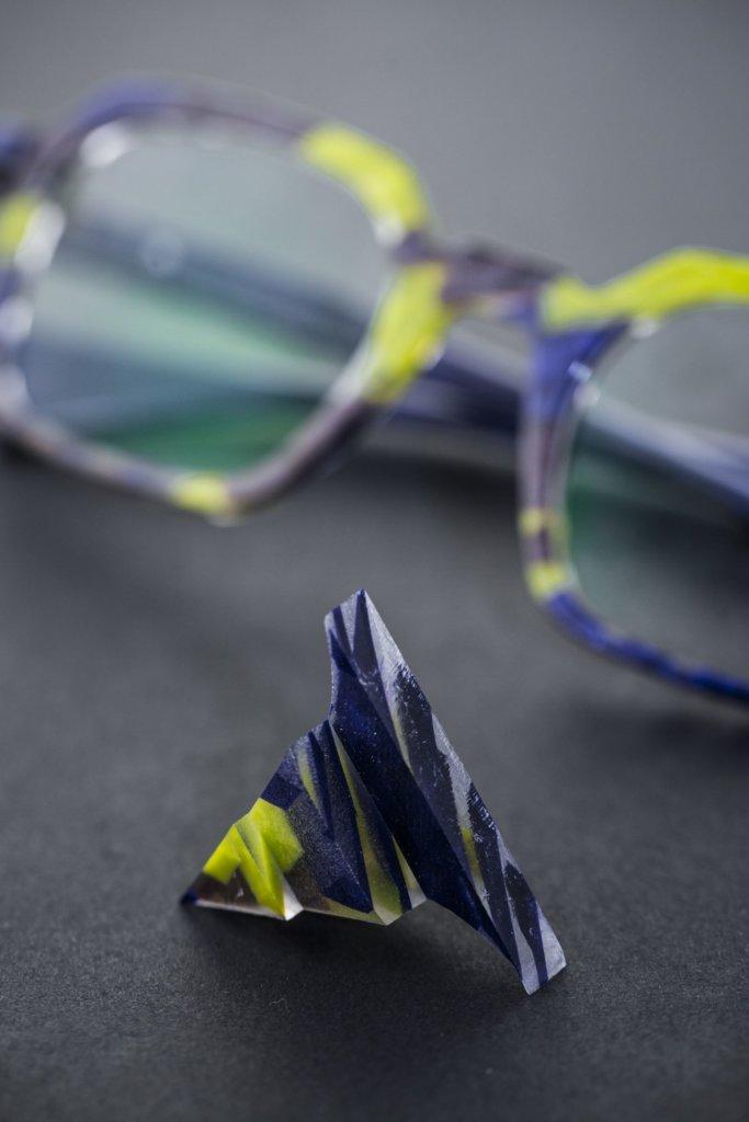 品牌最耍家的工藝,便是眼鏡的漸變色彩,而每隻色也是專色。