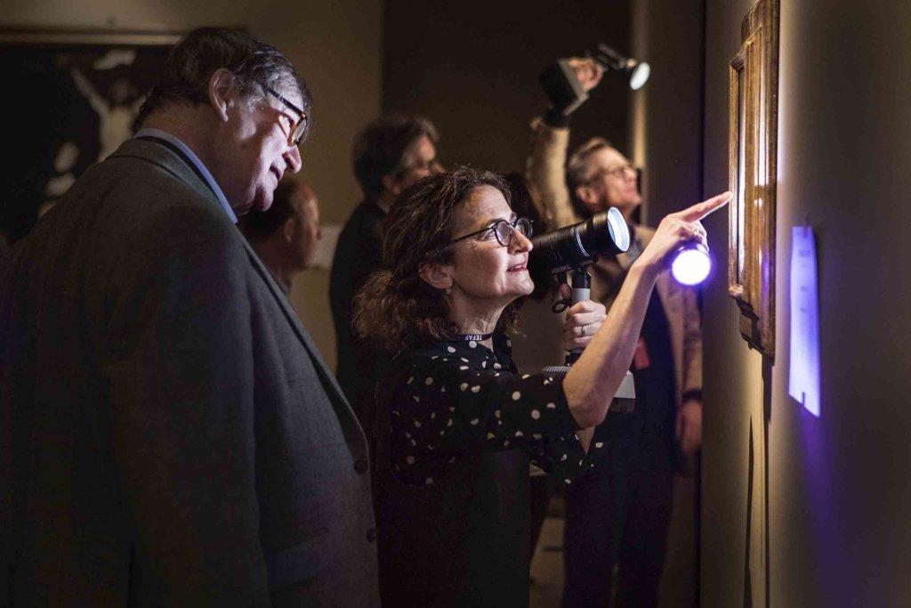 TEFAF的影響力在於完整嚴謹的審查機制,每件展品都會通過大會的藝術品鑑定程序,必須由來自二十八個藝術領域、一百八十位專家審查,驗證展品真偽、品質及價值,確保它們值得展出才能入展。