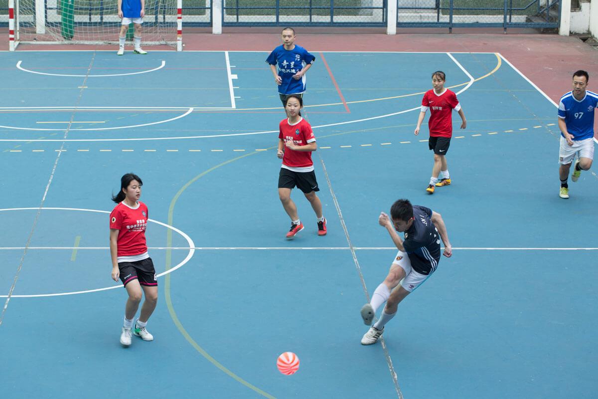 踢西瓜波是聖保羅書院多年來的傳統活動,至今仍是不少學生課餘消遣。
