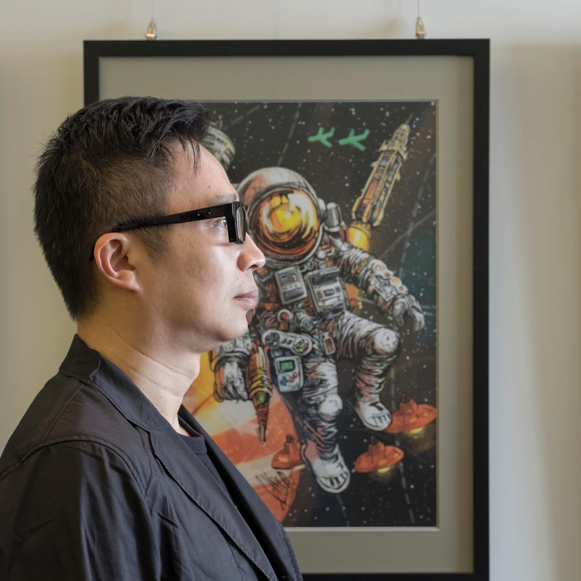 葉偉青曾任職動畫公司創作總監,重投漫畫世界後繪畫《武道狂之詩》、《今晚打喪屍》,最新作品為《香港重機》。