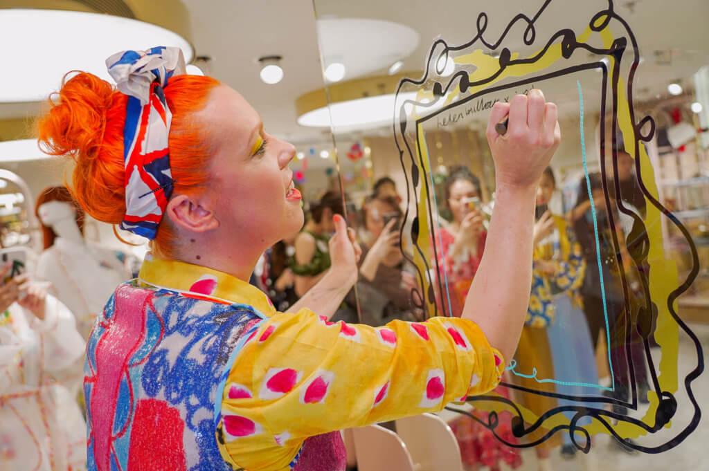 早前Helen Bullock更來到香港,以色彩繽紛的插畫向大家分享快樂之道。