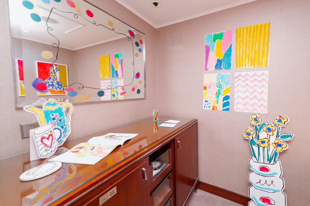 Helen Bullock將酒店房間想像成自己的工作室,任意佈置她心中的理想空間。