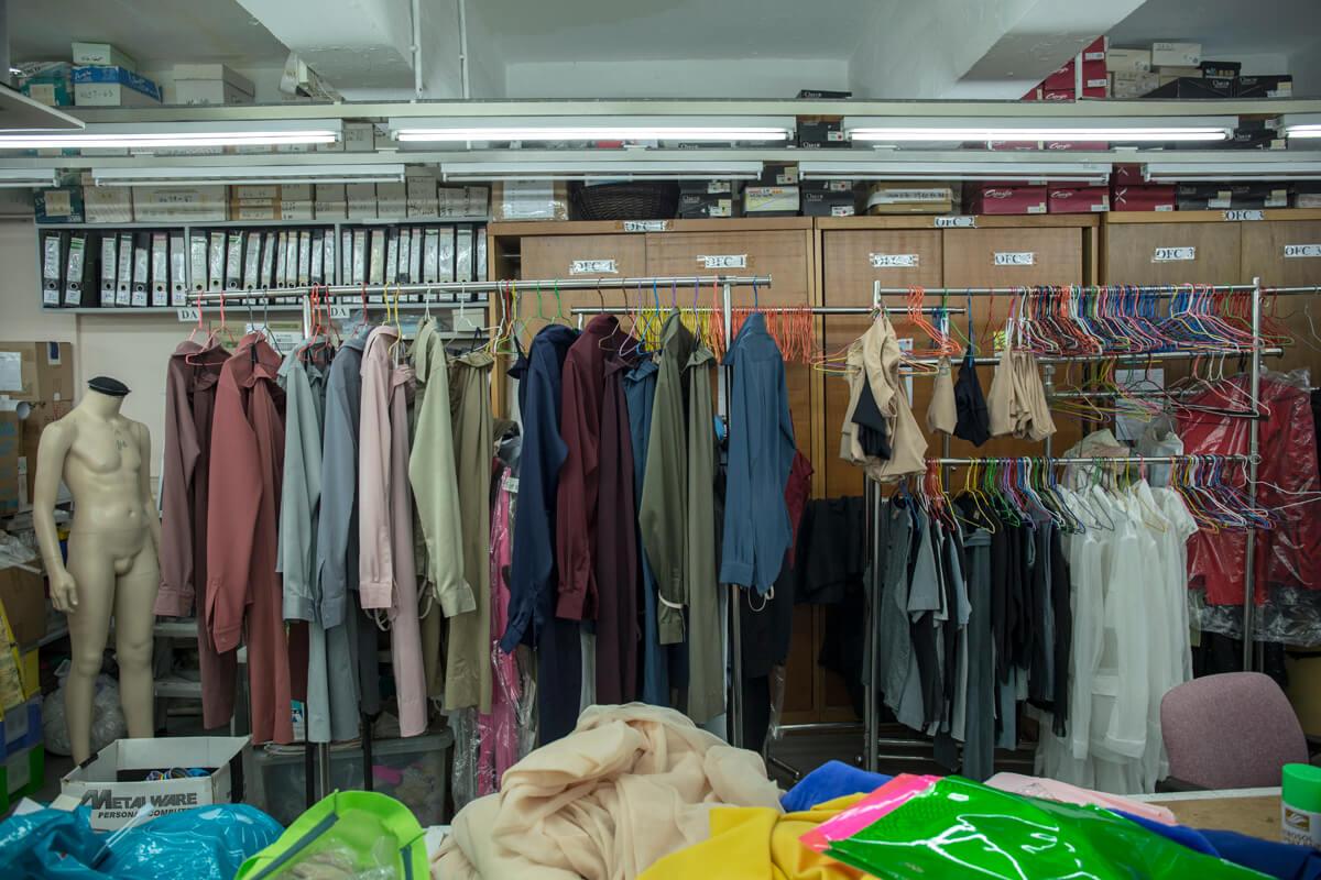位於新蒲崗的服裝部,特地聘請裁縫為舞者度身訂造舞衣。