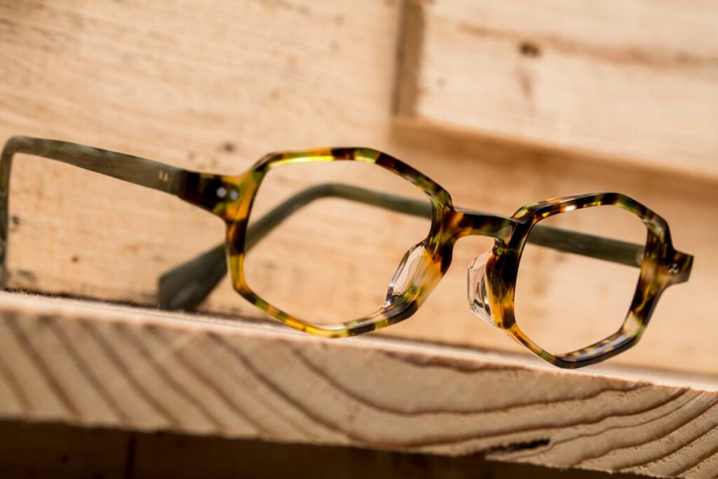 Theta六角形眼鏡,Rif指出發點是為戴慣方型眼鏡,又想試轉新款式的人士而設。