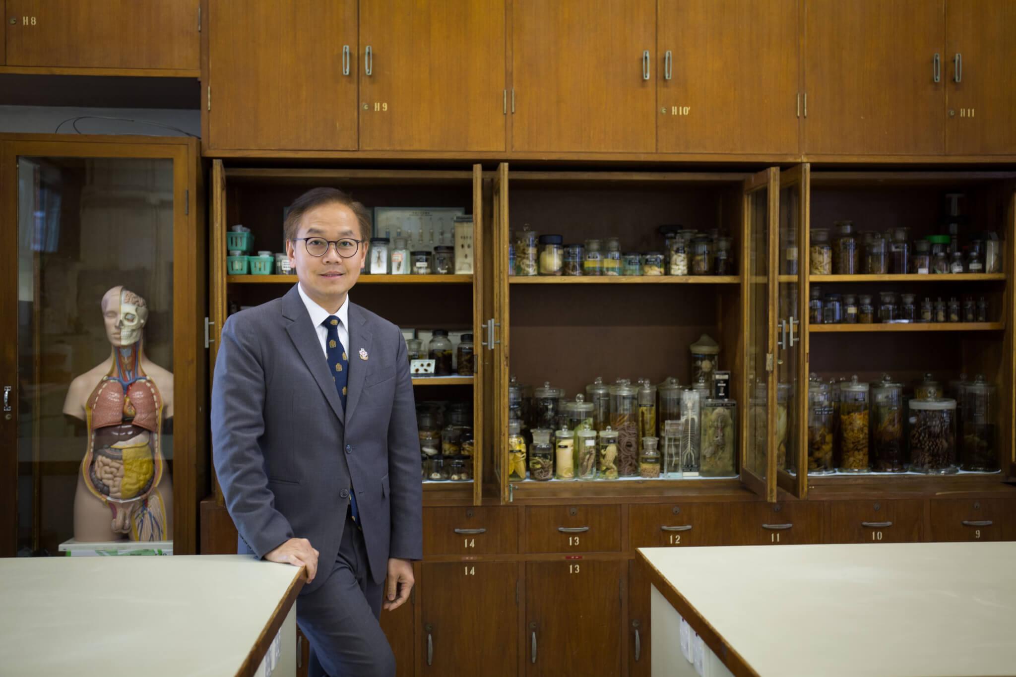 現任中大醫學院副院長胡志遠,認為一個好的醫生,一定持有服務的態度,且與病人建立良好的關係,他希望聖保羅畢業的醫學生,也能牢記、擁有這一份精神。