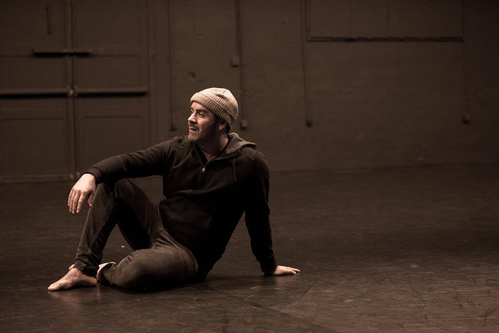 瑪薩拉舞團編舞家富阿德 ·布蘇夫旅居澳洲、非洲等地後,決定回巴黎創立自己的舞團,並不定義所跳的舞種。