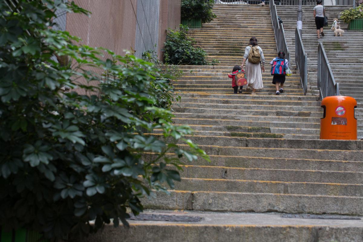 城皇街是許多孩子上學放學的必經之路