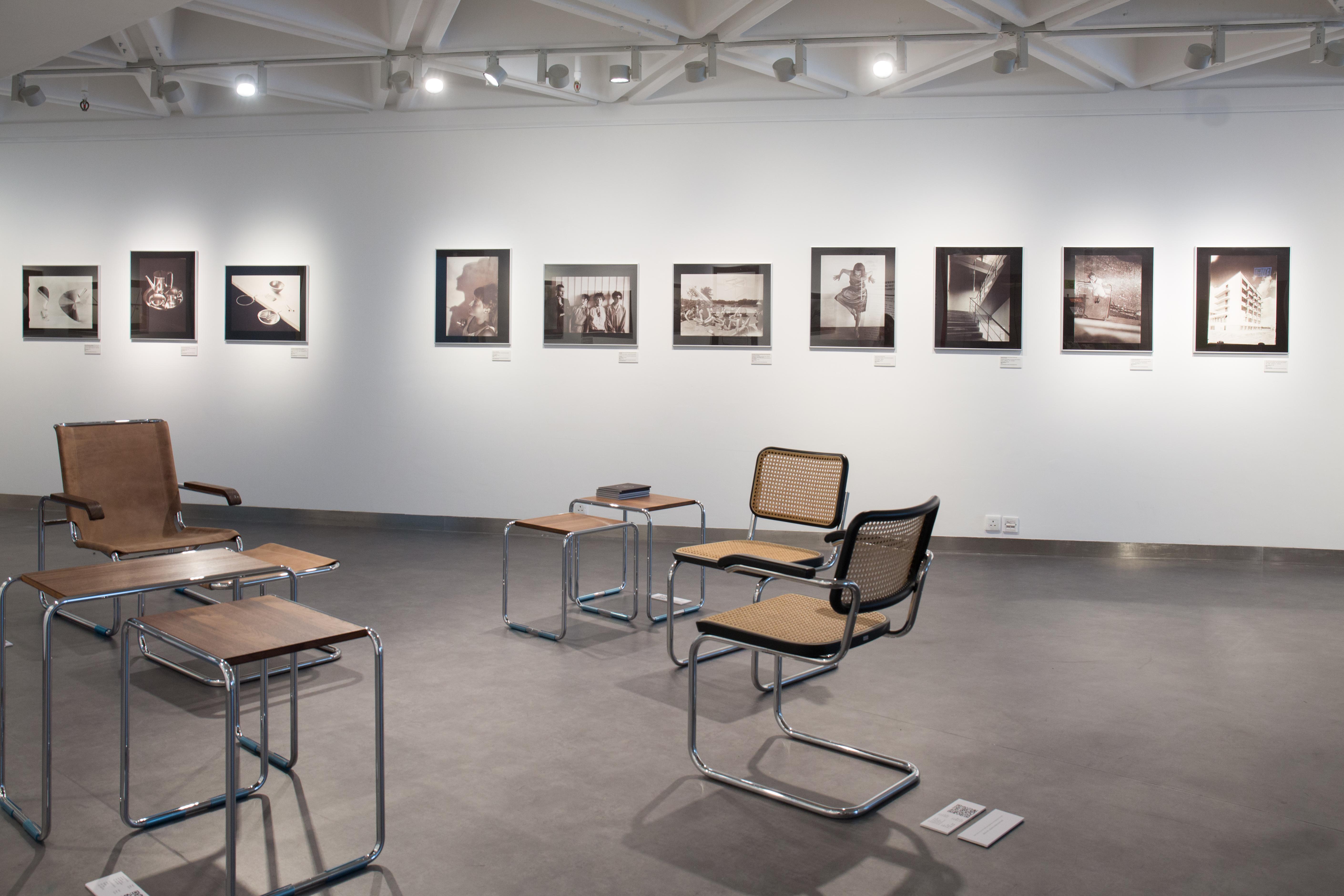 杜內有由Marcel Breuer設計,並由家具公司Thonet製作的椅子供大家試坐。
