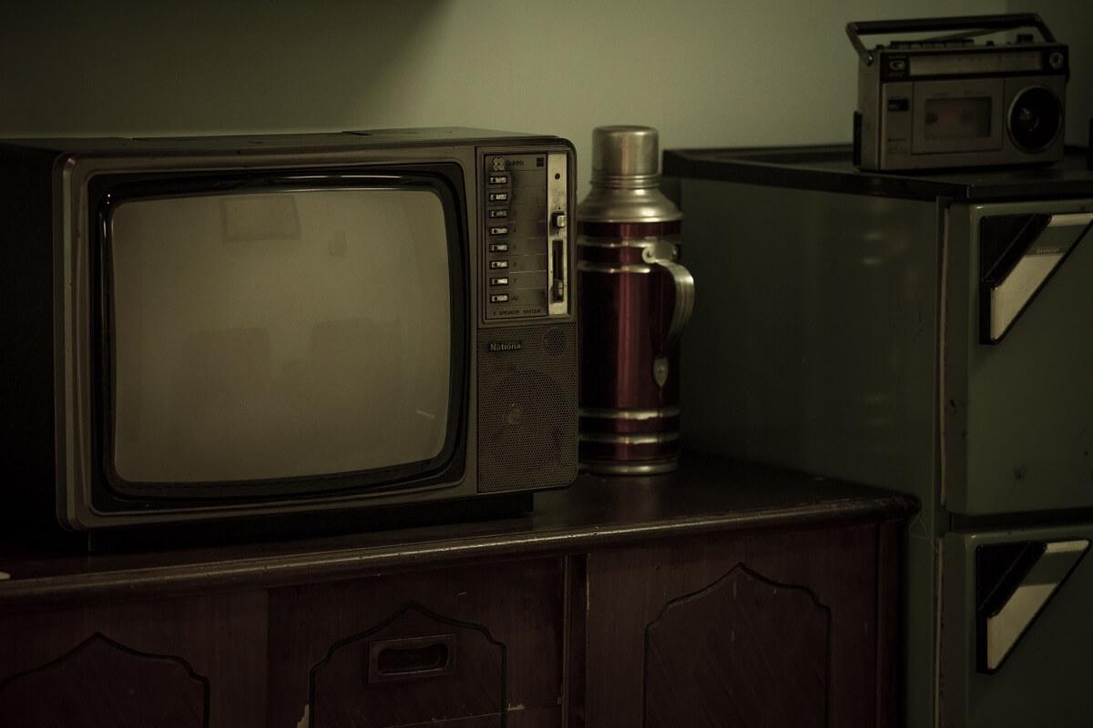 小娟家裏的電視,靠別人捐贈。壞掉的話,就沒電視看,試過一年家裏沒有電視。