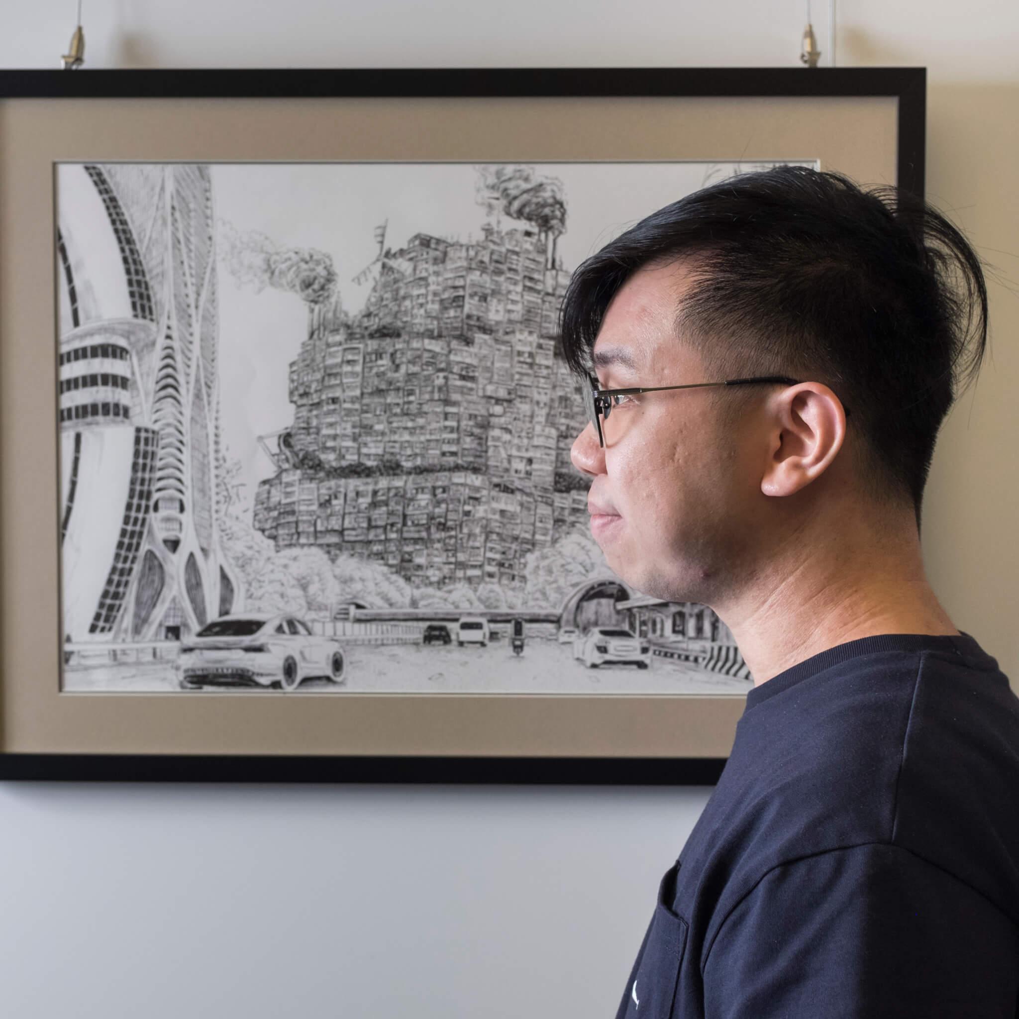 Pen So 2016年出版首部繪本《香港災難》,翌年與余兒出版《九龍城寨:浪漫大逃亡》。