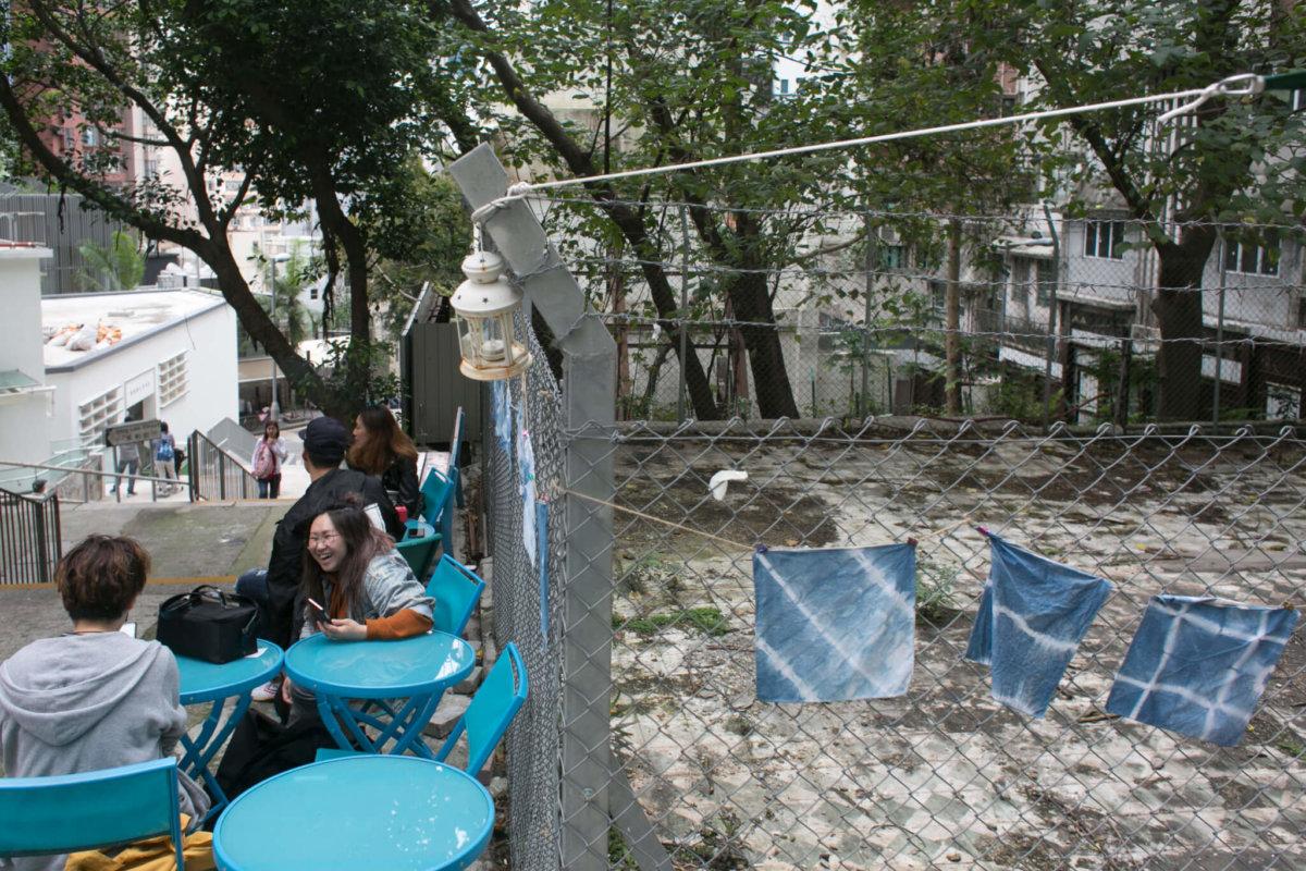 任偉生曾住的城皇街8-10號,一梯兩伙唐樓被拆由鐵絲網圍起。