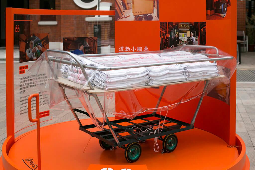 小販車仔其實由雙手柄鐵摺車製成,平時被貨品遮住,人們難看見其結構。