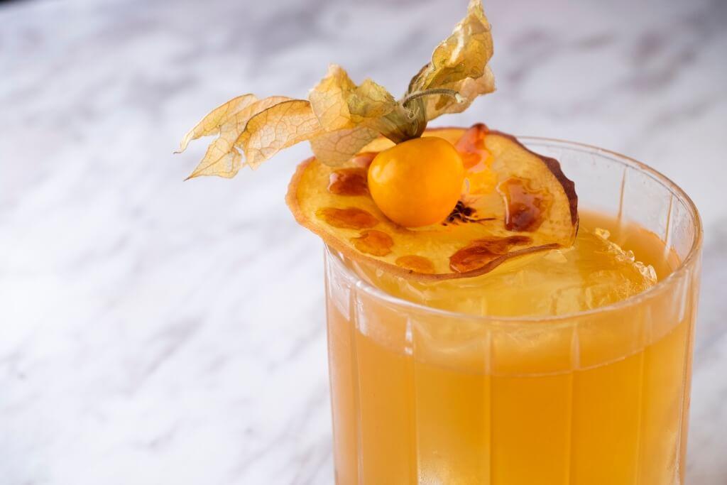 Kancha Re Kancha // 果味較濃的雞尾酒,選用尼泊爾Rum酒,精妙處在於加入甜香的桃汁和橙酒,入口清涼,佐印度菜剛好起平衡作用,有助清新味蕾。($118)