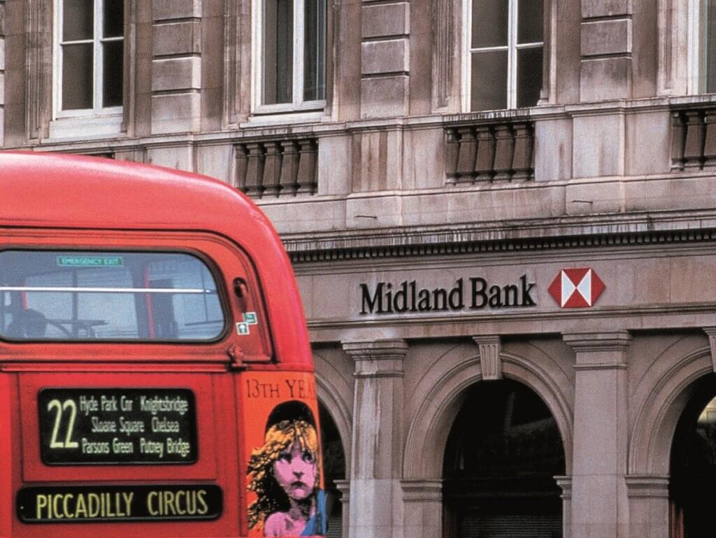 Henry於上世紀八十年代為匯豐銀行重新打造商標和品牌形象,為百年企業添上現代感。