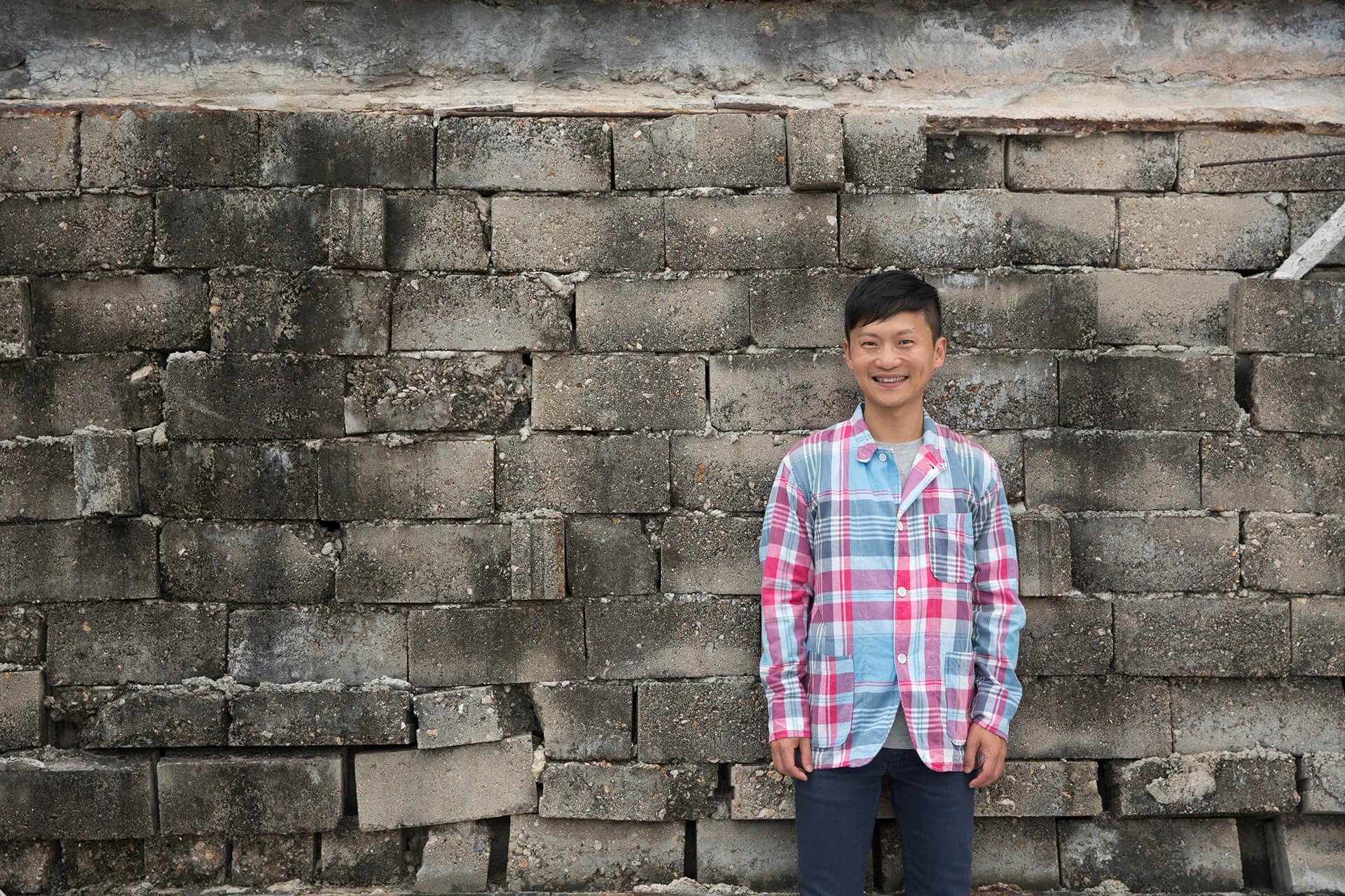 林一峰,熱愛旅遊的本地唱作人。2003年獨立發行首張粵語唱片《床頭歌》,其後推出過四張以旅遊為主題的《Travelogue》系列專輯。今年六月,將與香港中樂團合辦音樂會,用音樂帶觀眾旅遊。