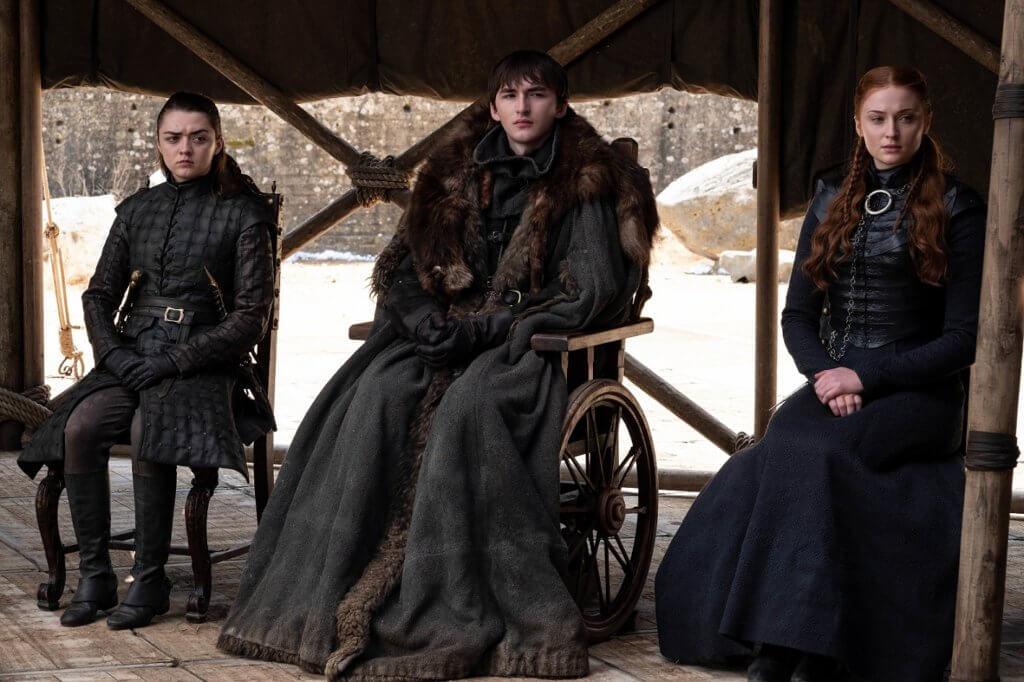 (左起)Maisie Williams飾Arya Stark、Isaac Hempstead Wright飾Bran Stark、Sophie Turner飾Sansa Stark。