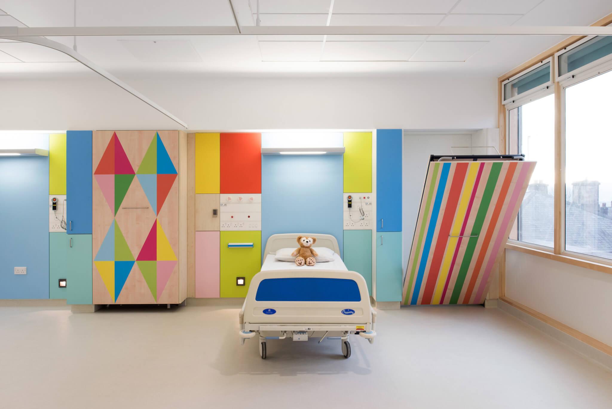 Sheffield Children's Hospital病房像睡房般親切,幾何圖案適合不同年紀孩子。