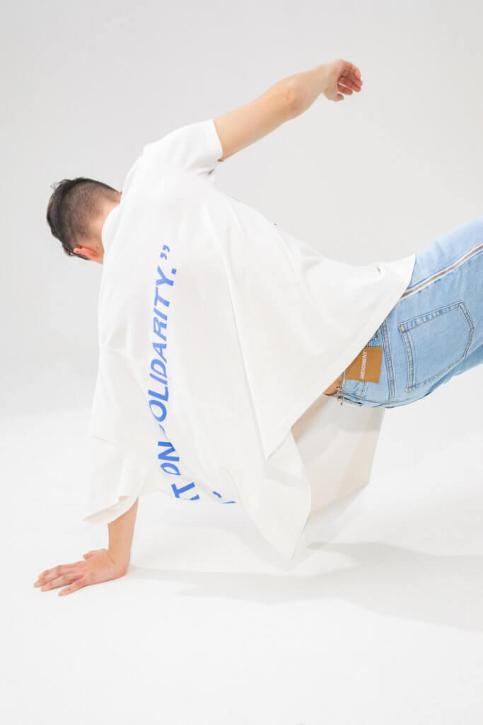 Amendment × YOOX的capsule系列全部採用100%認證有機棉製造,牛仔褲則選用最低限度水洗及最新研發的激光技術帶來造舊效果,減低對環境的傷害。