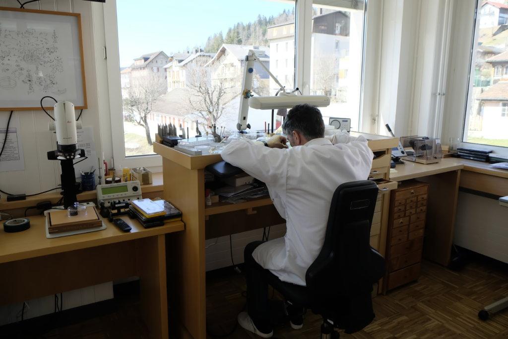 複雜腕錶最高等級的三問及大自鳴腕錶在BVLGARI Manufacture de Haute Horlogerie由三位大師製造,他們的工作室位於廠房的最高層最隱密的位置,視野開揚。