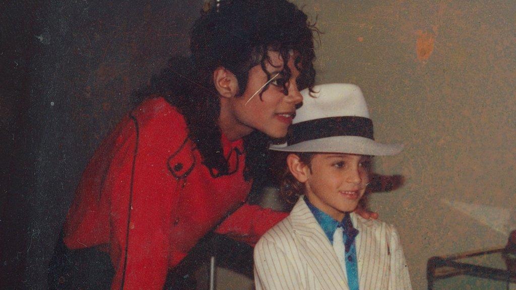 Wade Robson五歲時參加跳舞比賽,被冠以「小米高」之名。